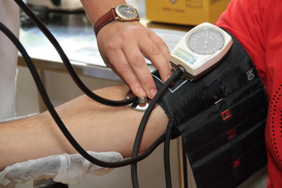 a nők magas vérnyomásának első jelei mit kell tenni mi a nyomásjelző
