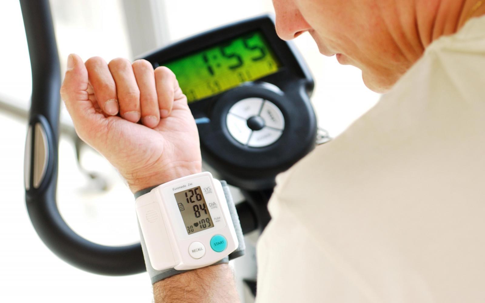 magas vérnyomás kockázata 3 fok 3 magas vérnyomás kezelése idős gyógyszeres kezelésben