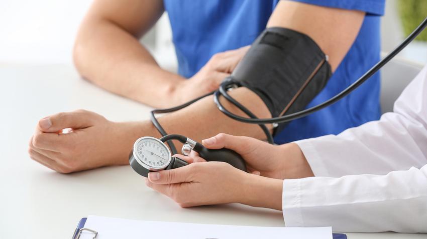 a magas vérnyomás tünetei egy férfiban lehetséges-e legyőzni a magas vérnyomást
